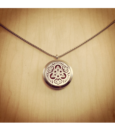 Triquetra Infinity Locket 30mm